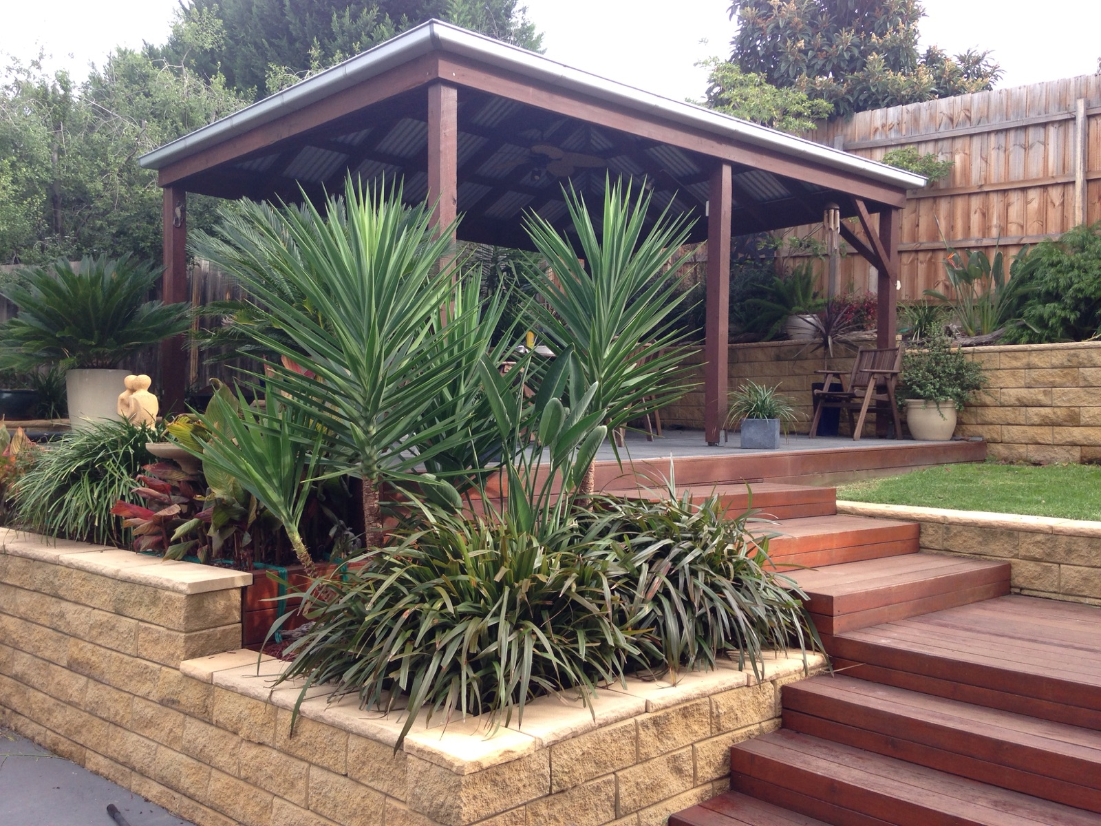 decking steps,  hardy plants, tripical look in Melbourne, tropical back garden