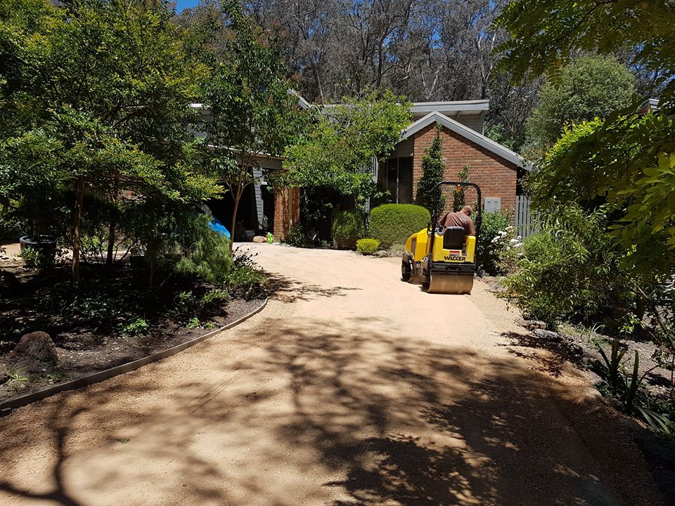 Driveway resurfacing, Compacted crushed sandstone, 1.2 tonne roller compactor, Warrandyte driveway toppings