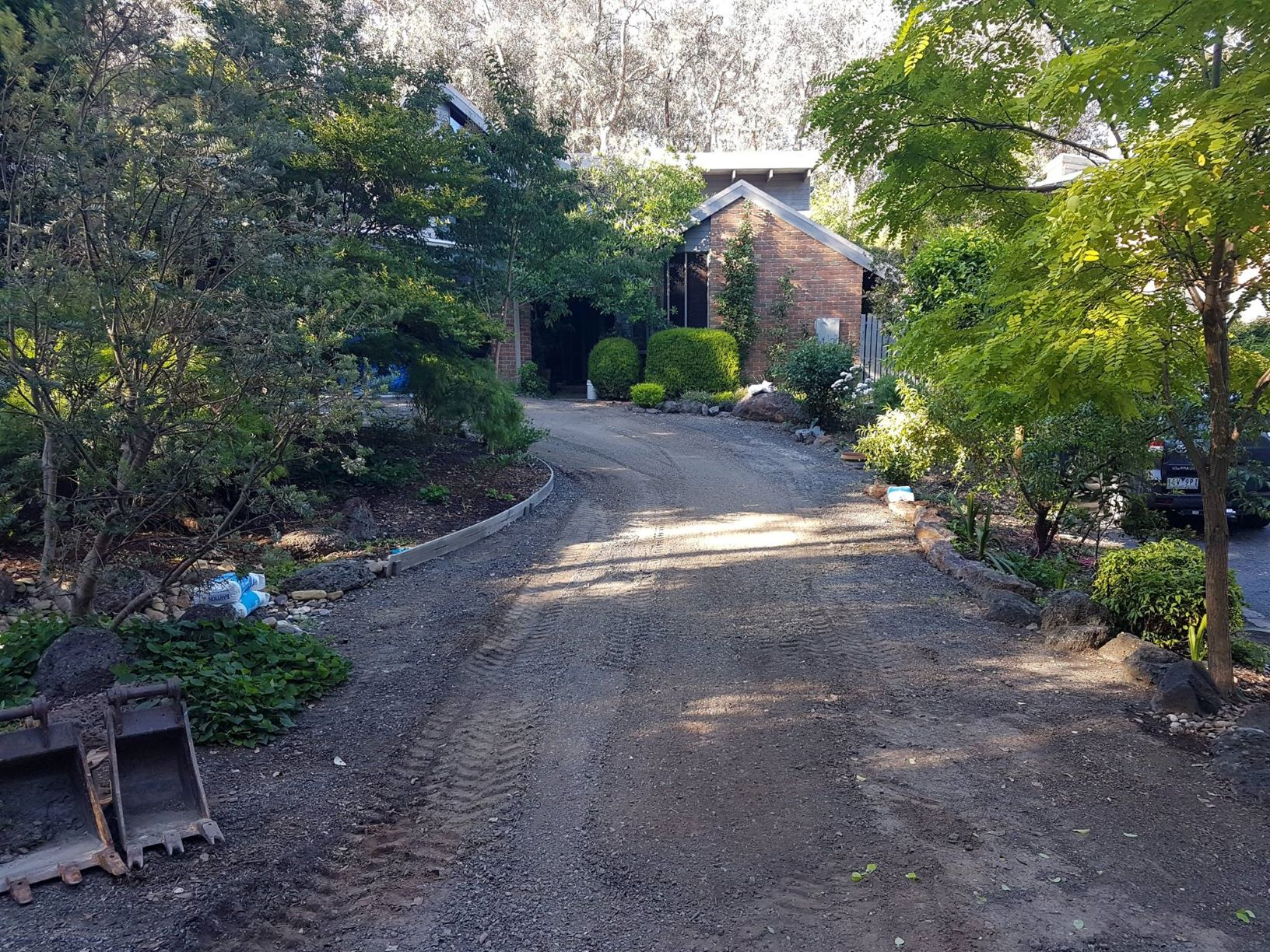 Before driveway resurfacing, Warrandyte driveway, Lillydale toppings driveway.