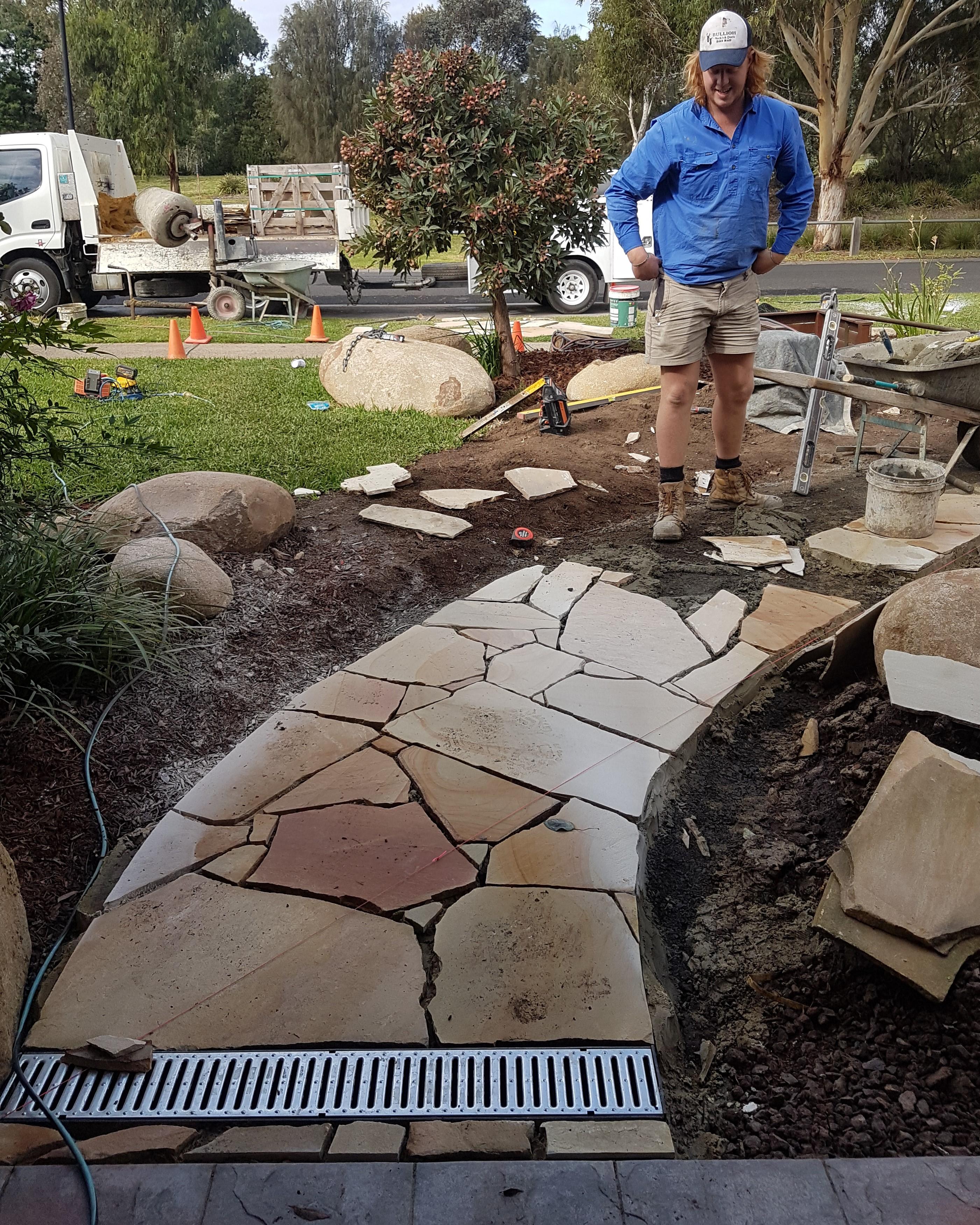 strip drain, sandstone paving, crazy paving sandstone, devils marbles