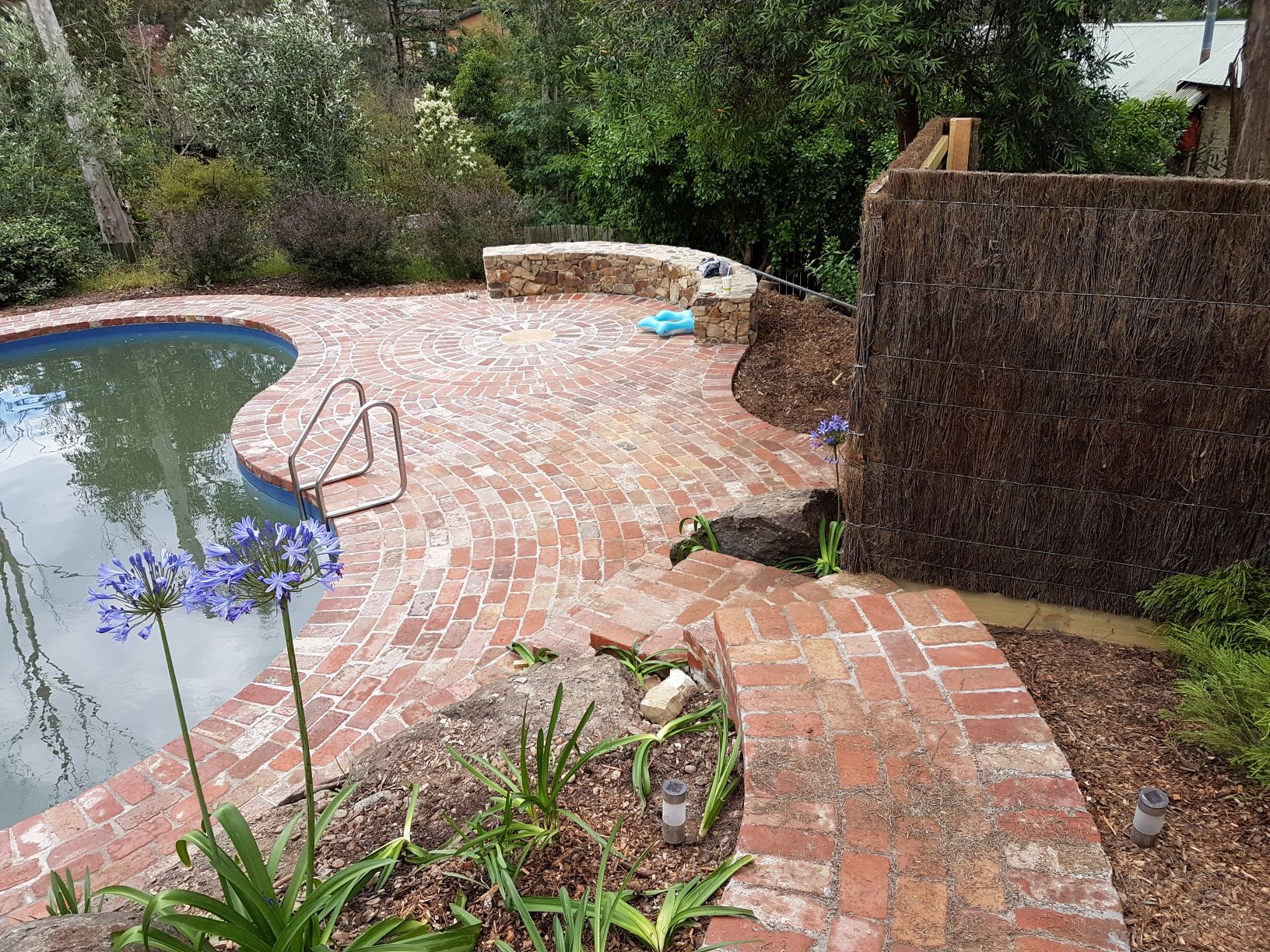Second Hand Red Bricks, Second hand Red Brick paving Hurstbridge, Second Hand Red Bricks circular paving feature, Second hand Red Brick paving around Pool,,
