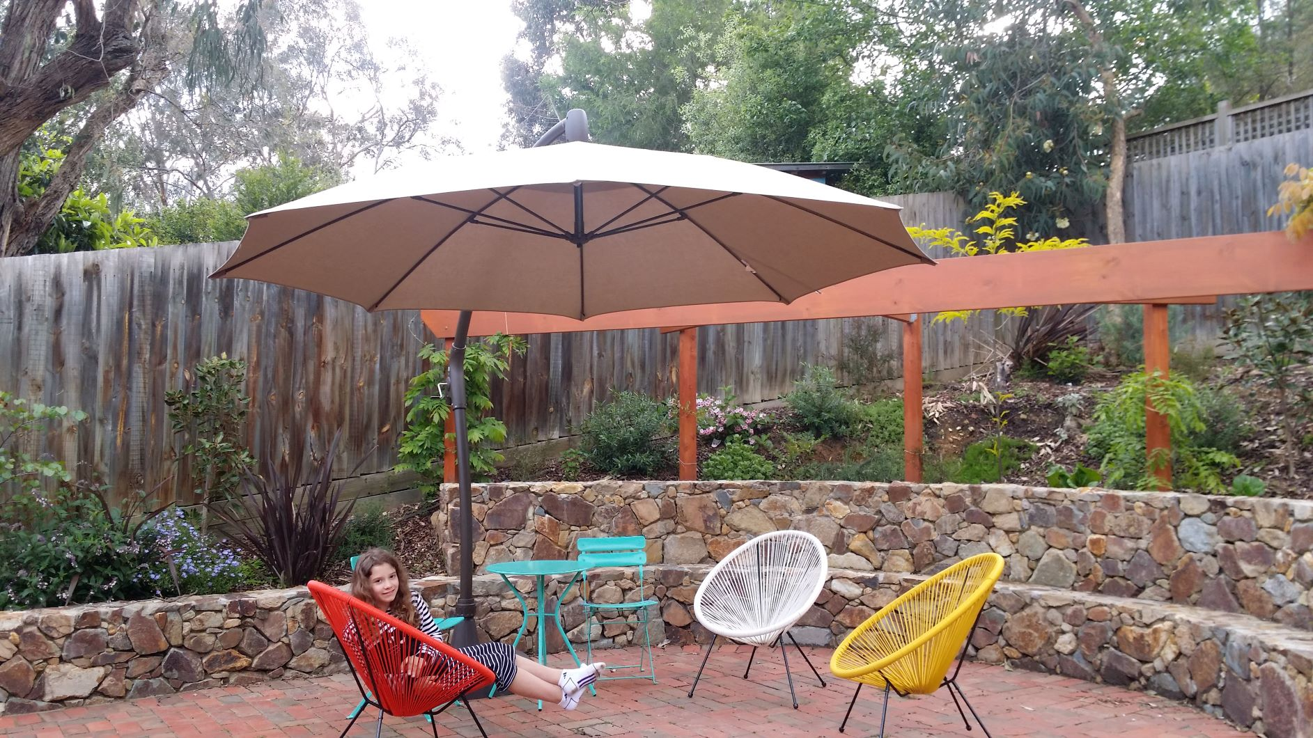 colourfull chairs, Coldstream Stone retaining wall with seat, Timber frame for climber, curved retaining wall, Eltham retaining wall, stone retaining wall, Eltham entertaining area