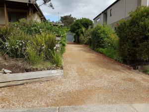 Driveway resurfacing, Compacted crushed sandstone, 1.2 tonne roller compactor, Eltham driveway toppings